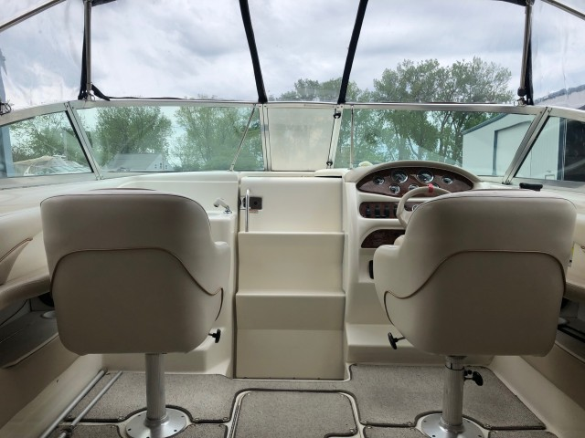 1998 Sea Ray 260 Signature Cuddy  for sale at WWW Boat Services Inc.
