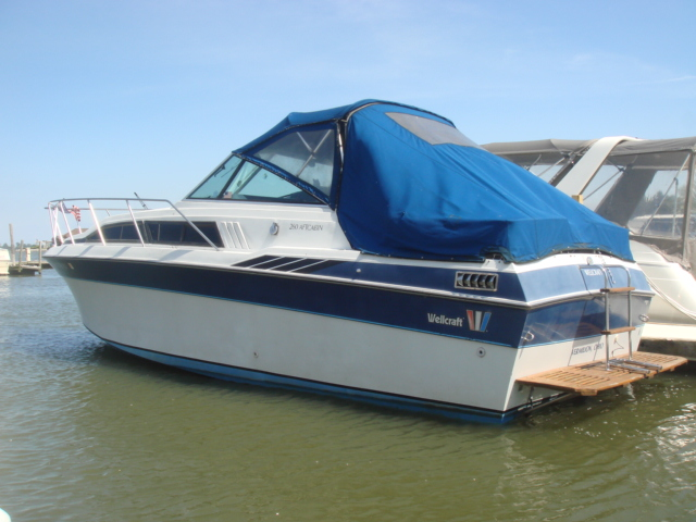 1985 Wellcraft 260 Aft  for sale at WWW Boat Services Inc.