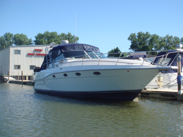 1994 Cruisers 3675 Esprit  for sale at WWW Boat Services