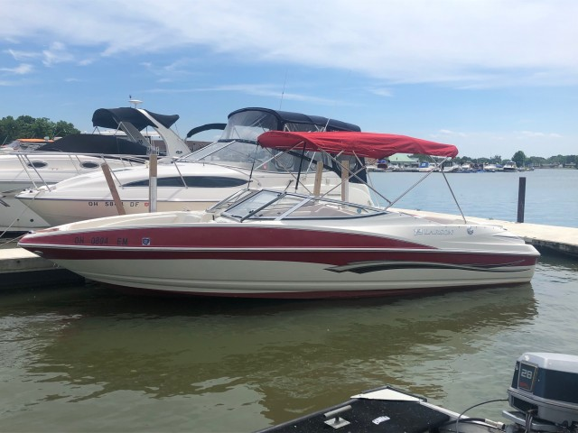 2008 Larson 226 Senza BR  for sale at WWW Boat Services Inc.