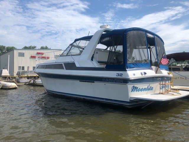 1989 Carver 32 Montego  for sale at WWW Boat Services Inc.