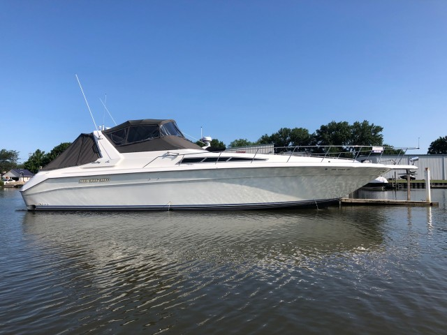 1990 Sea Ray 420 Sundancer  for sale at WWW Boat Services Inc.