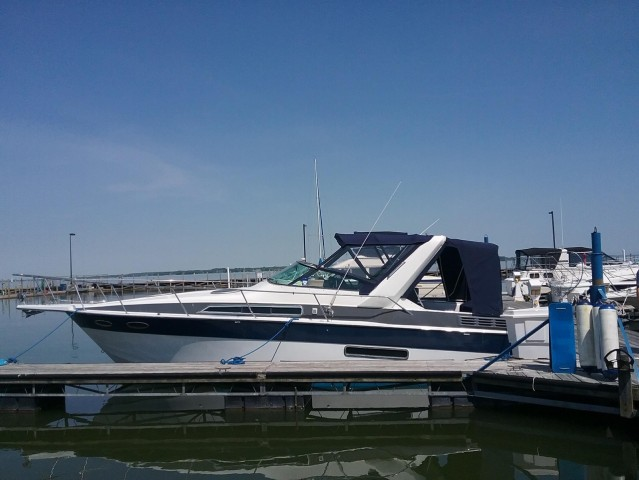1989 Four Winns 315 Express  for sale at WWW Boat Services Inc.