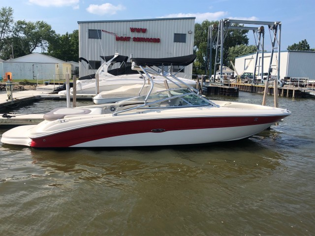 2003 Sea Ray 240 Signature  for sale at WWW Boat Services Inc.