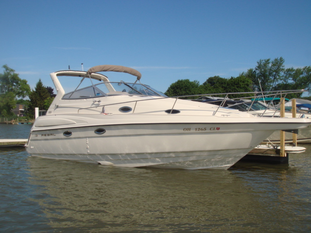 1999 Regal Commodore 2760  for sale at WWW Boat Services Inc.