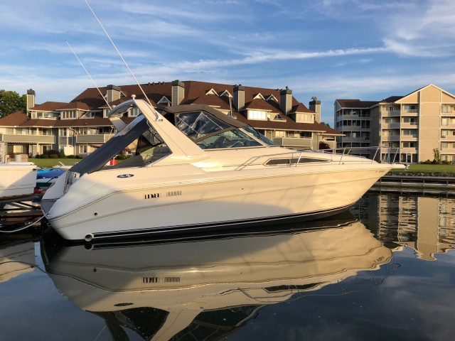 1992 Sea Ray 330 Sundancer  for sale at WWW Boat Services