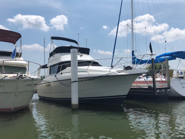 1993 Silverton 31 Convertible  for sale at WWW Boat Services Inc.