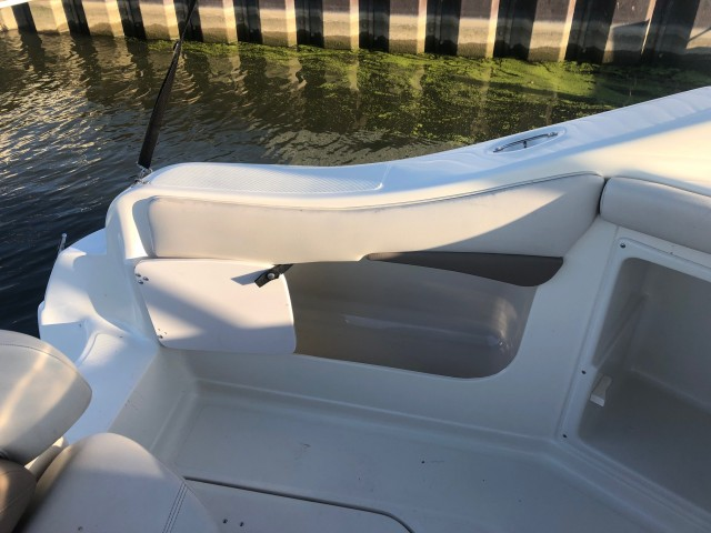 2002 Regal 2460 Commodore  for sale at WWW Boat Services Inc.