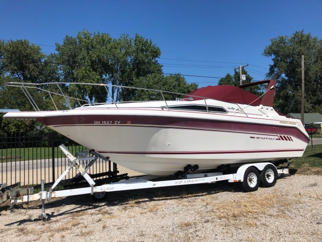1992 Sea Ray 290 Sundancer  for sale at WWW Boat Services Inc.