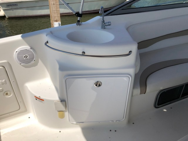 2004 Glastron 279   for sale at WWW Boat Services Inc.