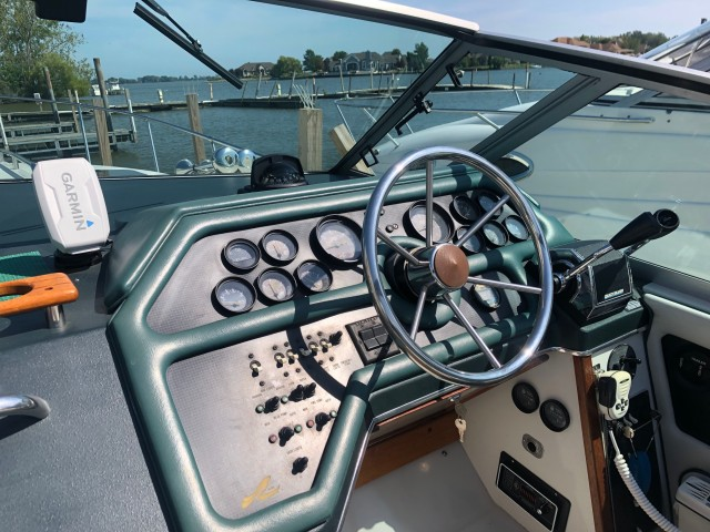 1988 Sea Ray 270 Sundancer  for sale at WWW Boat Services Inc.