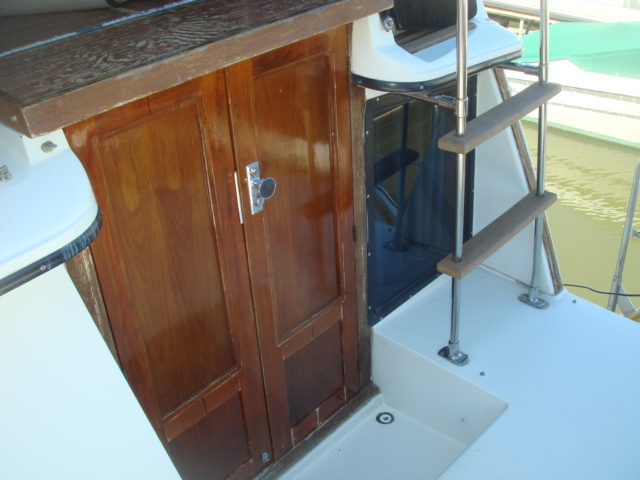 1987 Carver 32 Aft Cabin  for sale at WWW Boat Services Inc.
