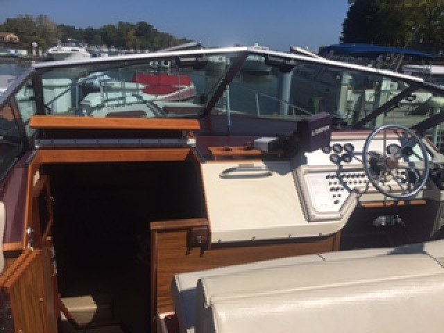1985 Sea Ray 270 Sundancer  for sale at WWW Boat Services Inc.