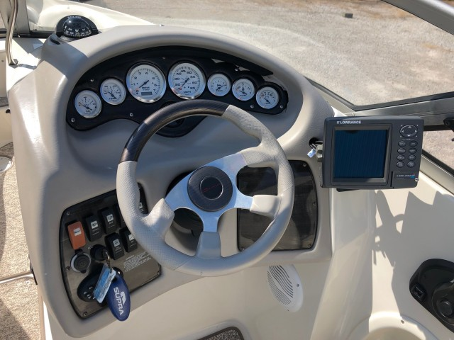 2005 Stingray 250 LR  for sale at WWW Boat Services Inc.