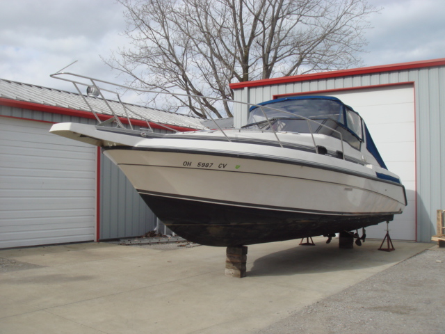 1989 Silverton 30X Express  for sale at WWW Boat Services Inc.